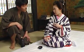 Crestfallen Japanese wife drops on the floor encircling admiration her hubby's cock