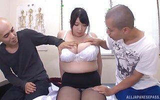 Busty mature Shizuku Amayoshi drops her clothes for two dudes