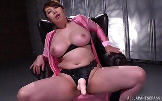 chubby and busty lady Kazama Yumi reaches an amazing orgasm on the chair