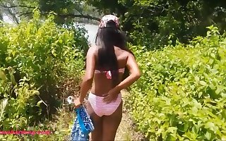 Heather deep gets caught giving deepthroat throatpie outdoor on beach by tourists